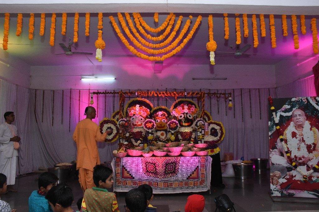 iskcon aurangabad pushya abhishek gaura vani prabhu 2018 26