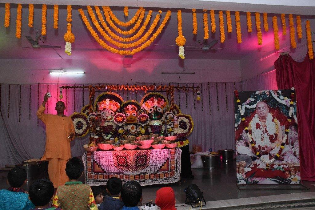 iskcon aurangabad pushya abhishek gaura vani prabhu 2018 27